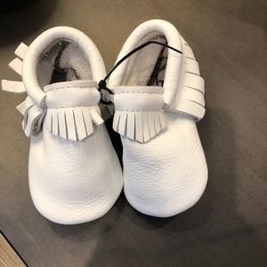 Freshly Picked white size 4 moccasins—NEW